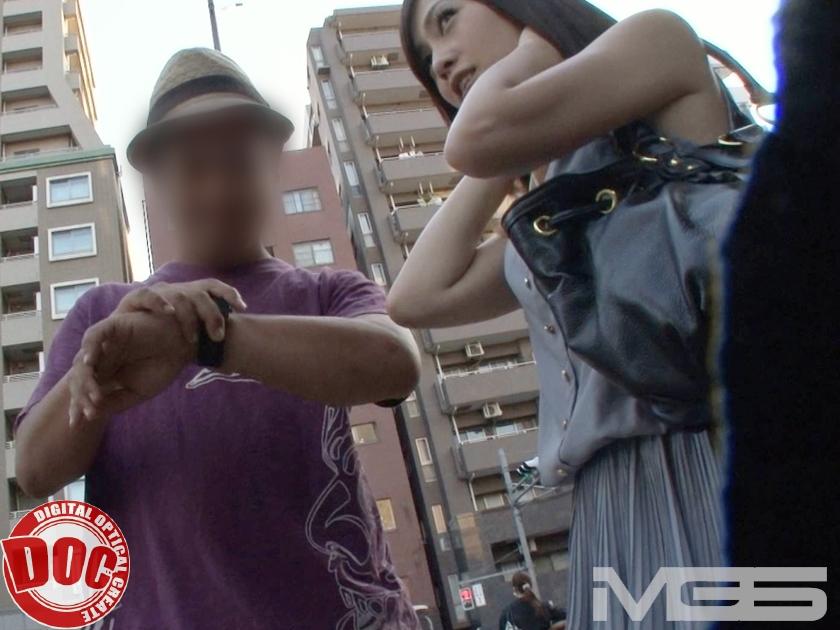 エロ画像 貧乏カップル限定!「アナタの彼女を担保にお金借りてみませんか?」【三次元】|NTR専門エロ画像チャンネル
