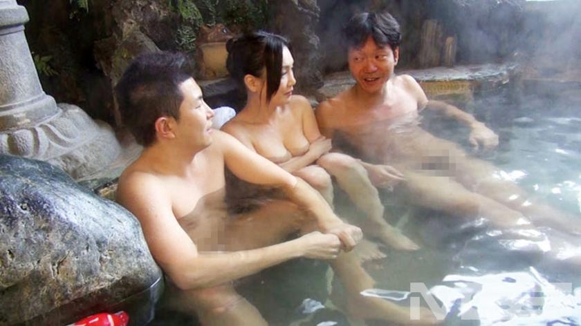 夫婦で温泉旅行 夫が近くに居るのに痴漢される私は戸惑いながらもオマ●コはズブ濡れ! 寝取られる興奮に何度もイッてしまいました 京野美麗【三次元】のエロ画像トップ