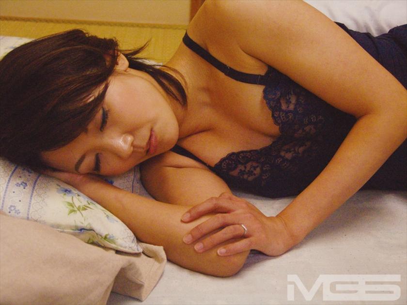 エロ画像 上司が寝ている隙に奥様を… 2【三次元】|NTR専門エロ画像チャンネル