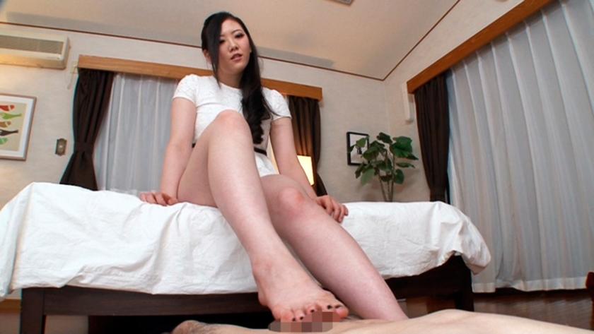 ぼくは脚の虜 その脚を舐めさせて!その脚でイカせて! まなかかな 中川絢音 寺川麻衣 藍原あおい 陽菜なつ の画像2
