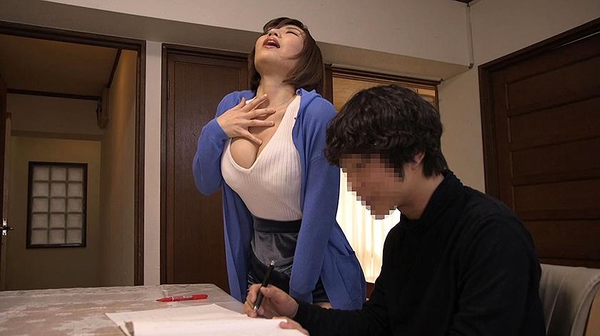 『ナマ』という言葉に異常反応する隣の敏感妻。 旦那にバレないように寝取る!(NTR) 若槻みづな 水城奈緒 夏希みなみ の画像20