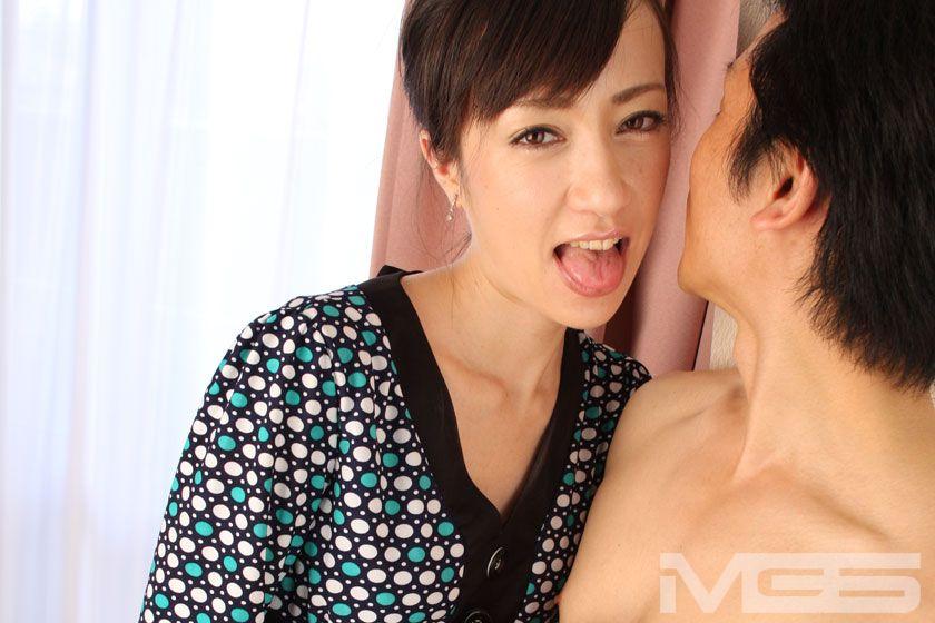激似!滝澤クリスタルの濃厚キス舐め手コキ動画