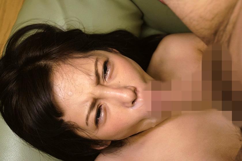 躰を差し出したシングルマザーの若い女 男の味を知り尽くしたテクニックで性奉仕、熟れた肉穴はヤリ心地が最高に良い 水川かずは の画像1