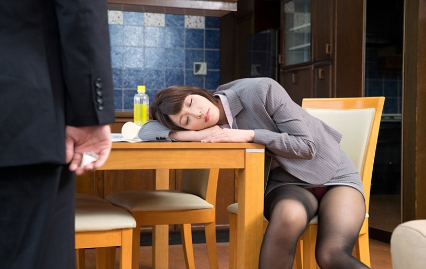 「一度でいいから揉んでみたい!」黒パンストを履いたデカ尻同僚に僕が睡眠薬を飲ませて、夢の豊満ボディを堪能し何度も中出し! 2 花咲いあん 天野美優 桃瀬ゆり 夏希みなみ の画像20