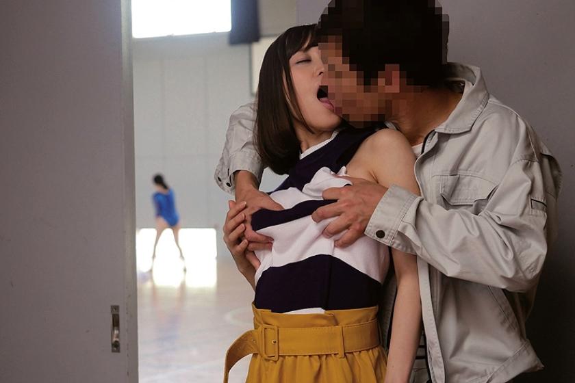 揉みしだきたい巨乳ニットの女たち 篠田ゆう 瀬戸すみれ 持田栞里 の画像4