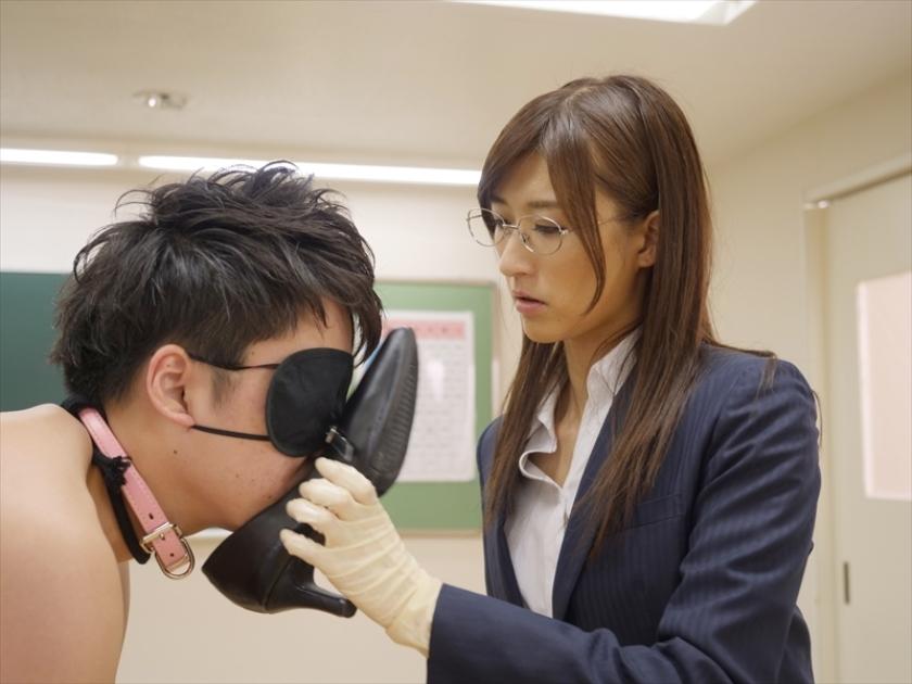 M男遊戯学園生活 神波多一花が女教師や部活の先輩になって男子をM男に調教してゆくのサンプル画像17