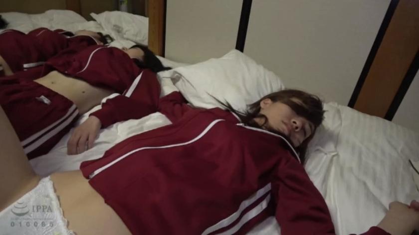 修学旅行先で女子○生を睡眠薬で眠らせ猥褻行為を繰り返す同級生の流出映像のサンプル画像5