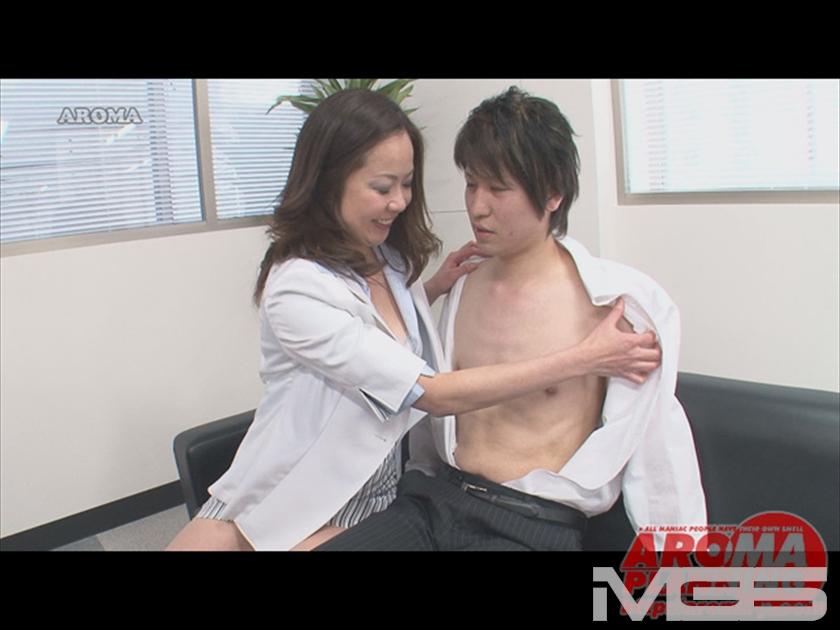 保険のおばさんのふりして・・・ エロ熟女が貴方のオフィスに伺います の画像9