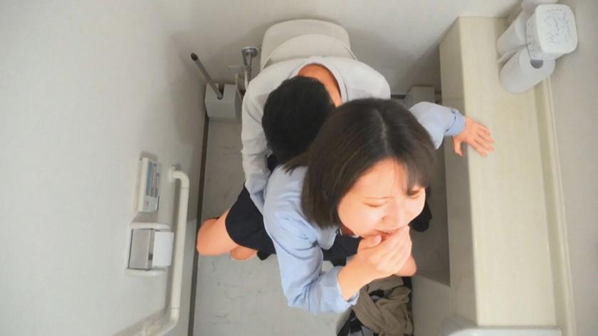 女子○生 トイレSEX盗撮 2のサンプル画像2