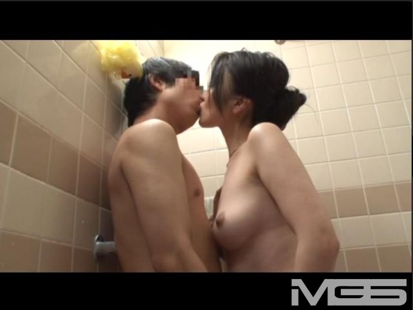 「『エッチ動画を見て興奮するわけないじゃん』と言っていた姉が・・・僕が風呂に入っていると『オナニー手伝ってあげよっか?』」 VOL.2