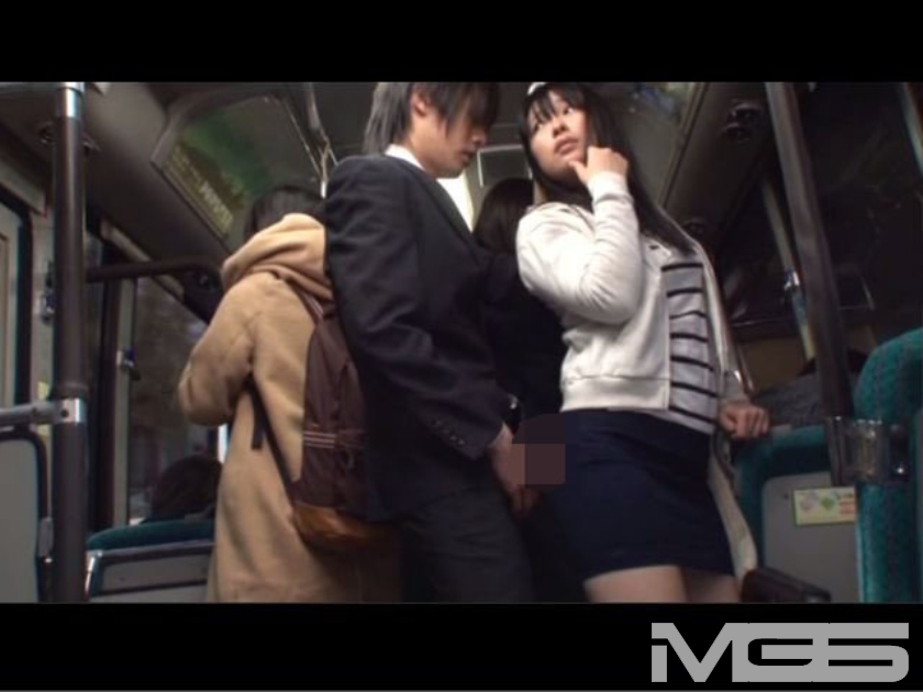 「DANDY鉄板ワザSPECIAL キスまで3cm 女子大生だらけの路線バスで吐息がかかるほど密着!さらに尻と股間にチ○ポを擦りつけ発情させてヤる」 VOL.1 の画像2