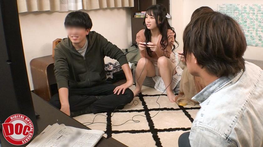 学校から近いと理由をつけてしょっちゅう遊びにくる友達とその彼女。泊まっている時の無防備な姿に興奮を抑えられず…のサンプル画像1