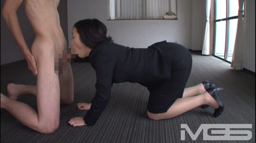girls-playing-japanese-porn-hands-and-knees