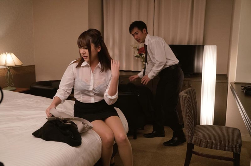 ビジネスホテルで女上司と二人きり 甘えん坊のフリをして母性本能をくすぐって合体! の画像6