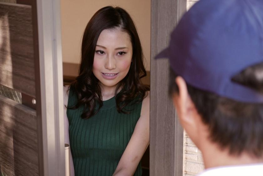 夫の上司に幾度も中出しされて孕まされてしまった不貞妻 鈴木みか