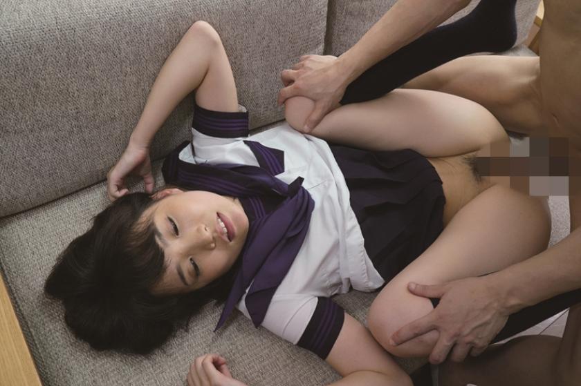 母に隠れて、パンツ食い込み誘惑してくる女子高生(従妹)とこっそり交わる。 枢木あおい の画像2