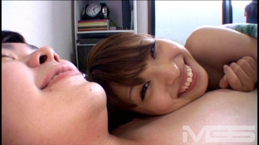 え~っ!ぼ、僕の部屋に秋山祥子がやってきた!!