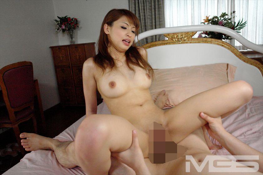 もしも秋山祥子が目の前で全裸になって、巨乳をプルプルさせながら働いてたら・・・のサンプル画像4
