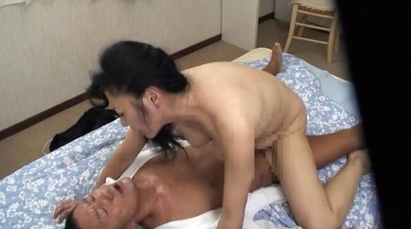 近親性交 義父に犯され続ける嫁の近親相姦映像 の画像5