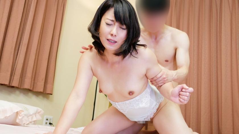 敏感デカクリ淫乱妻エビ反り連続絶頂中出しセックス!!3