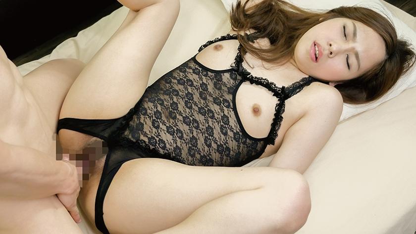 貧乳敏感チクビ妻エロ下着着衣中出しセックス!!