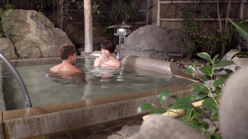 カップルに人気の混浴温泉でNTR企画!清楚なショートヘア美女が彼氏に内緒で他人棒ハメられ孕ませ汁受け入れww