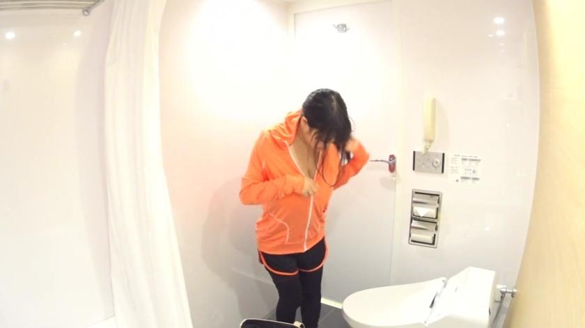 【スポーツ女子】Kカップヨガ美女!ペットの不幸経験から動物病院のスタッフになった爆乳お姉さんはKカップを揺らしてのエロスポーツ撮影に!-エロ画像-2枚目