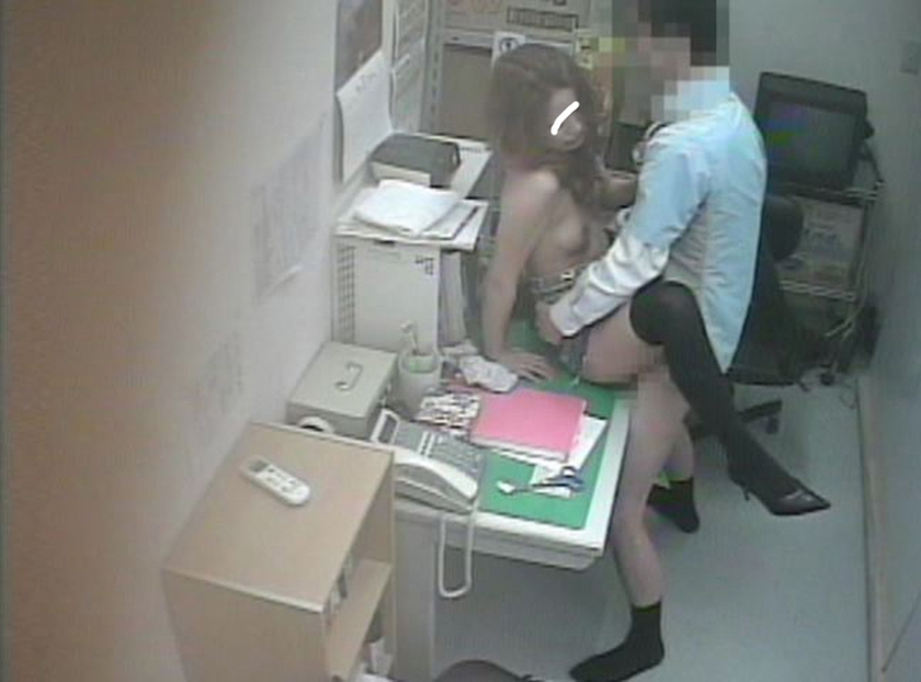 店長室で捕らえられた美女はSEXするまで帰れません。