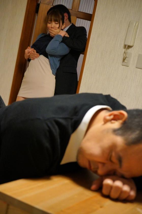 部下に寝取られた上司の妻 6 波多野結衣 佐々木あき の画像13