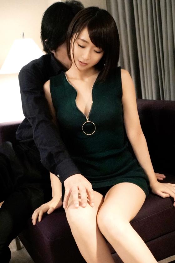 ラグジュTV 1099 夢を叶えるために初めて人前でのセックスに挑むパイパンお姉様…小ぶりな美マンに巨根を受け入れば、いつしか夢中で自ら腰振りイキまくる!-エロ画像-3枚目