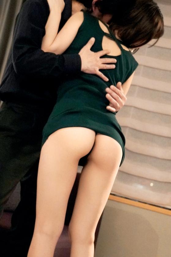 ラグジュTV 1099 夢を叶えるために初めて人前でのセックスに挑むパイパンお姉様…小ぶりな美マンに巨根を受け入れば、いつしか夢中で自ら腰振りイキまくる!-エロ画像-4枚目