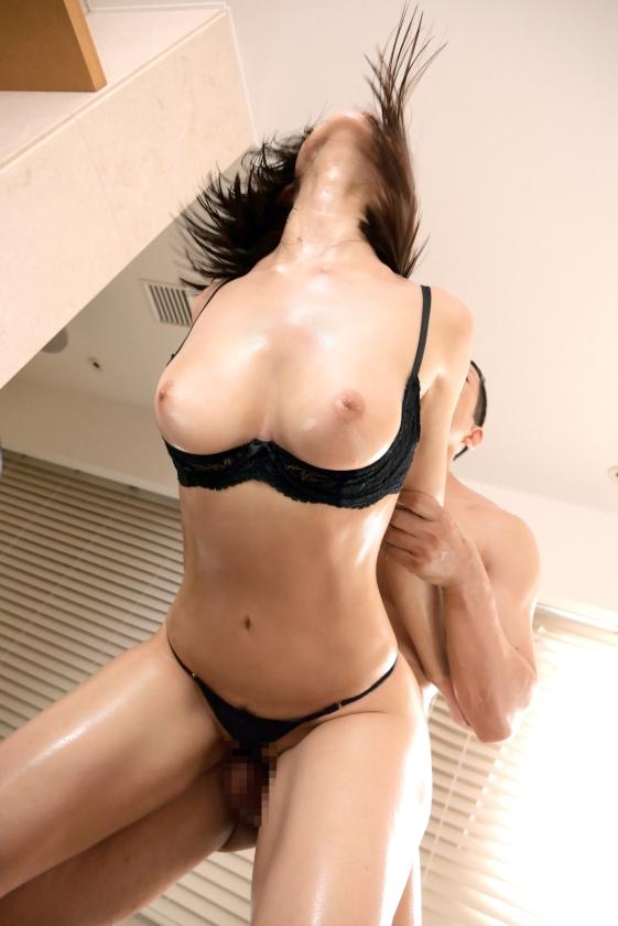 ラグジュTV 1191 「セックスで満足したことがない…」麗しい歯科衛生士が意を決して飛び込んだAVの世界。初めて体験するプロの性技。そしてカメラの前にさらけ出す淫らな姿。卑猥な声を響かせて豊満な美乳を振り乱し、縦横無尽に乱れイク彼女に、世の男性は虜になってしまう。_pic17