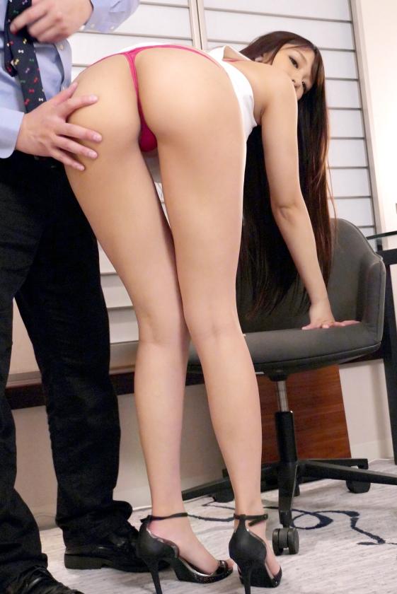 ラグジュTV 1257 長身スレンダーな美人ホテルフロントレディが、宿泊客のセックスを目撃をきっかけに欲求不満に!相手もいないからAVに出演してみたら…全身を突き抜けるような巨根の刺激に連続絶頂を繰り返す!欲情したオンナが本能のままに酔いしれる淫乱セックスは実に卑猥!-エロ画像-3枚目