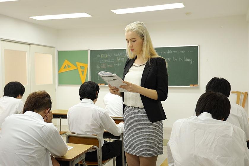 暴行教室 狙われた外国人女教師 サーシャ