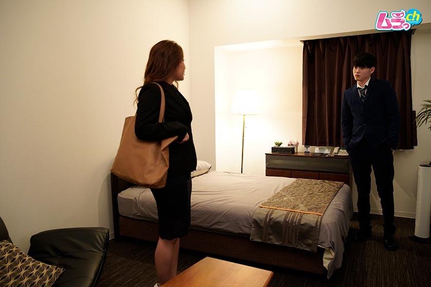 上司と部下がダブルベッド1つのホテルで、AVを見てしまったら… 長瀬広臣 高坂あいり0