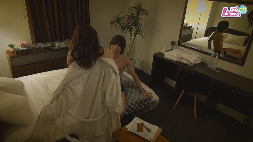 ホテル盗撮 初めてのデリヘル体験で禁断の本番挿入・・・8