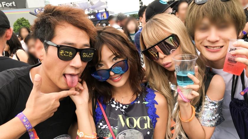 【パリピフェスでパリピギャルGET!】平成最後のU〇TRA JAPANでボルテージ最高潮のエロ美女2人組を即日ホテルへお待ち帰り!テンションアゲアゲ↑↑な4P乱交フェスへと展開!一体感最高のイキ尽きるまでセックス!-エロ画像-3枚目