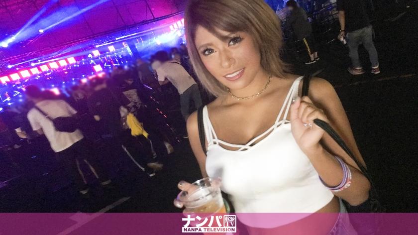 テンションアゲアゲの日焼け巨乳ギャルを日本最大級EDMイベント・U〇TRA JAPANで激ノリナンパ!音楽フェスで開放的になったお股からの潮吹きスプラッシュ!からのアゲアゲチ〇ポでサウンド刻むぜパコパコSEX!