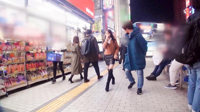 マジ軟派、初撮。 1286 新宿歌舞伎町で見つけた広島なまりのバーテンダー♪ナンパされて嫌悪感むき出しだった彼女だが…。彼氏なし、セフレなし…今年入って一度もヤッてないから欲求不満!寂しさ耐えきれずに股が緩み、出会ったばかりの男のチ●ポに貪り付くドM美女♪-エロ画像-1枚目