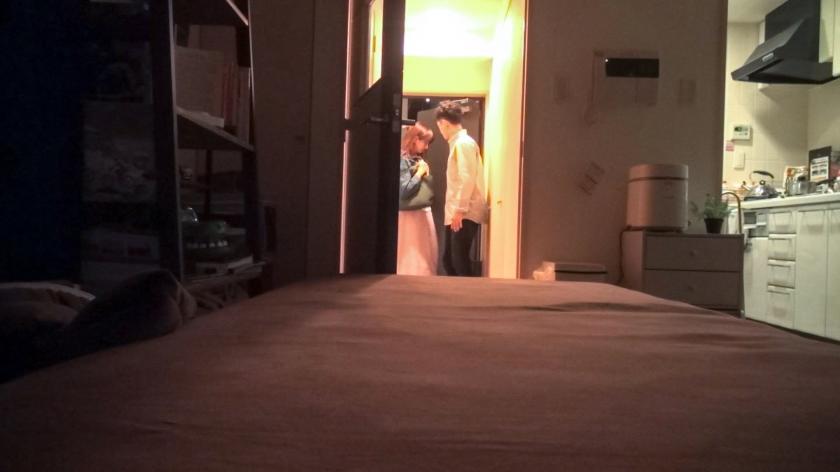 百戦錬磨のナンパ師のヤリ部屋で、連れ込みSEX隠し撮り 120 最近、ヨガにハマっている彼女。最新のヨガを教えてあげましょう!ただしベットの上で♪美しい身体がいい感じに汗ばむ!途中でヨガを忘れて感じまくって腰が動く!!-エロ画像-1枚目