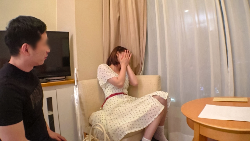 マジ軟派、初撮。 1337 品川で見つけたちょっとキビシイお給料のお姉さん。出演交渉もエッチなことも、ギャラをちらつかせれば楽々オーケー!コリコリ乳首のおっぱいが揺れてエロすぎる…!-エロ画像-2枚目