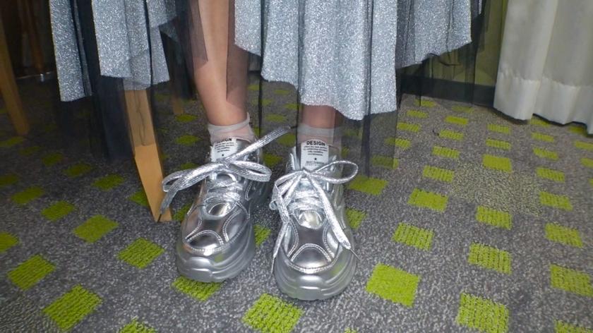 マジ軟派、初撮。 1373 夜の裏原で黒髪ショートのオシャレ女子を突撃ナンパ!『ファッションインタビュー』というキラーワードにまんまと釣られてホテルへ!-エロ画像-2枚目