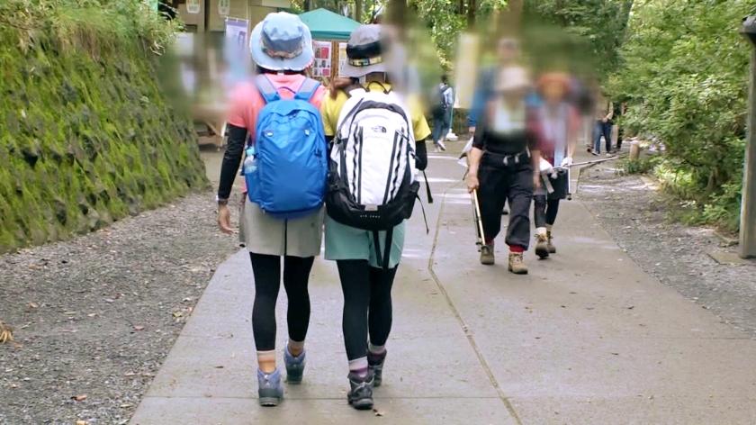 マジ軟派、初撮。 1402 山ガールデビューのため高尾山へやって来た女子大生2人組を突撃ナンパ!登山後にノリノリでご飯もお酒も楽しんでたら…すっかり眠くなっちゃった爆乳ガールを美味しく頂いちゃいました!-エロ画像-2枚目