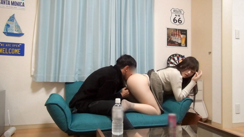 百戦錬磨のナンパ師のヤリ部屋で、連れ込みSEX隠し撮り 163 彼氏持ちの彼女をイチャイチャNTRしちゃった♪辛抱堪らず彼女の腰を掴んで膣奥までがっつり味わっちゃう!彼氏とは違うチ○ポに彼女もすっかり夢中に!_pic1