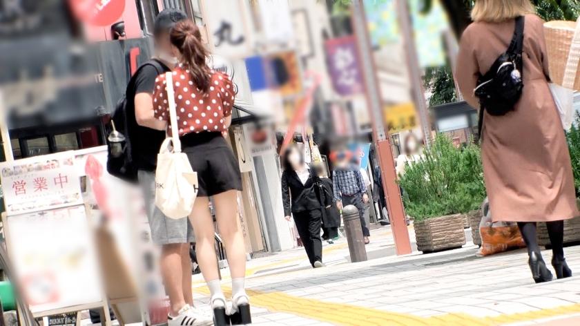 マジ軟派、初撮。 1491 【東京に落としたハンカチを拾ってくれる優しい子はいるのか!?】何度もお願いして服を脱いでもらい、そのまま流されセックスを許しちゃう優しい美少女をナンパ成功!デカ○ンを挿入すれば体を仰け反らせて喘ぎ感じまくる!_pic0