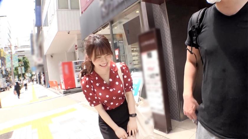 マジ軟派、初撮。 1491 【東京に落としたハンカチを拾ってくれる優しい子はいるのか!?】何度もお願いして服を脱いでもらい、そのまま流されセックスを許しちゃう優しい美少女をナンパ成功!デカ○ンを挿入すれば体を仰け反らせて喘ぎ感じまくる!_pic1