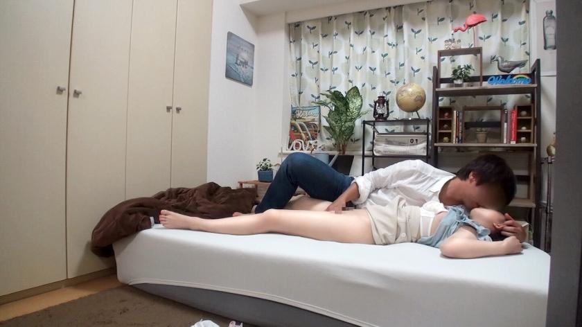 百戦錬磨のナンパ師のヤリ部屋で、連れ込みSEX隠し撮り 172 先日渋谷でナンパした黒髪ロング美少女を家にお持ち帰り!黒髪ロング=清楚のイメージ通り(?)フェラする姿も健気♪でもセックスになるとあまりに気持ちよさに…-エロ画像-3枚目