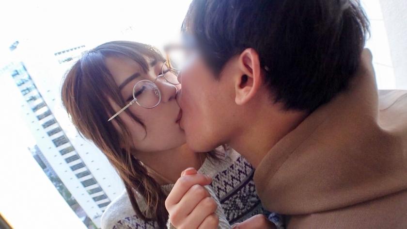 マジ軟派、初撮。 1571 新宿でメガネ萌えの受付嬢に癒しを与える!?日々の刺激が足りないのでチ●ポの激ピストンで心を満たすw想像以上のセックスに喘ぎまくり!!_pic2