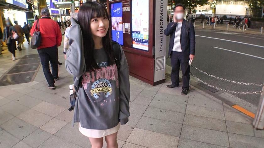 マジ軟派、初撮。 1558 新宿で映えスポットを提供していたら引っかかったのは天真爛漫な美少女!グイグイ来られると弱い性格?流されSEXでイキまくり!-エロ画像-3枚目