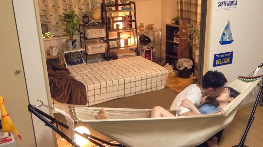 百戦錬磨のナンパ師のヤリ部屋で、連れ込みSEX隠し撮り 212 清楚なお姉ちゃんを家に連れ込み!ハンモックで気を引いてイチャイチャ…次第にゆったりエロい雰囲気へ…。キャピキャピの若い女とは一味違ったしっとりかつ激しい大人なSEXは必見!-エロ画像-1枚目